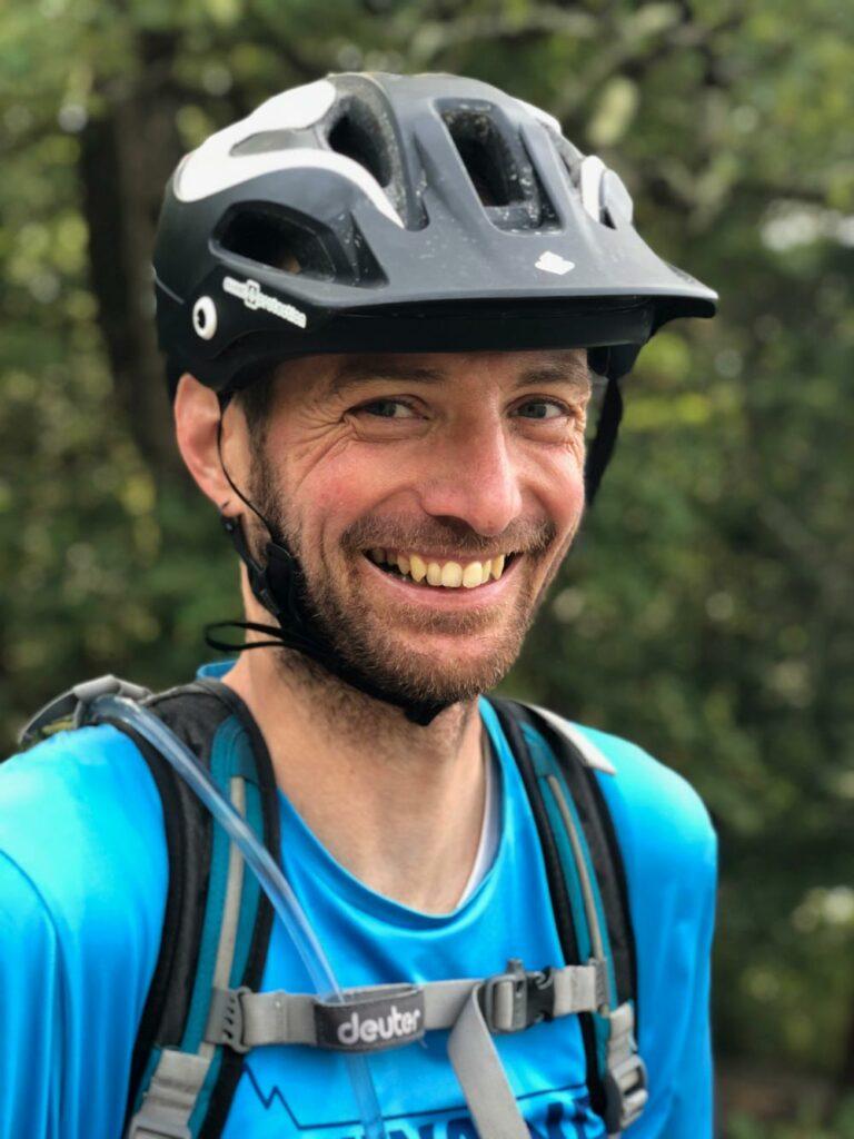 Marcel ist Bikeguide, Fahrtechniktrainer und spezialisiert auf Fitnesstraining für Mountainbiker