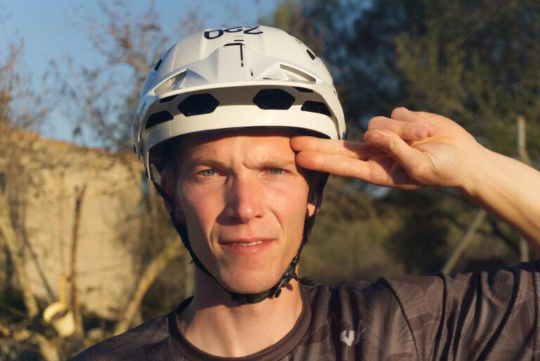 Mountainbike Helm richtig einstellen