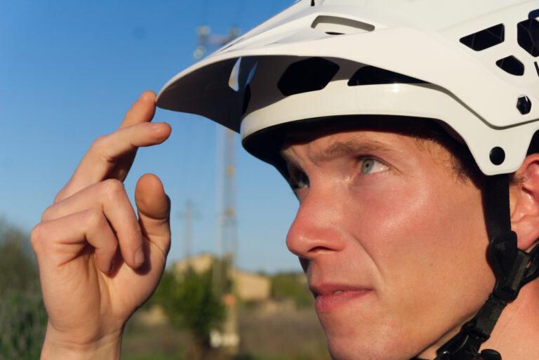 So passt Du Deinen Helm richtig an